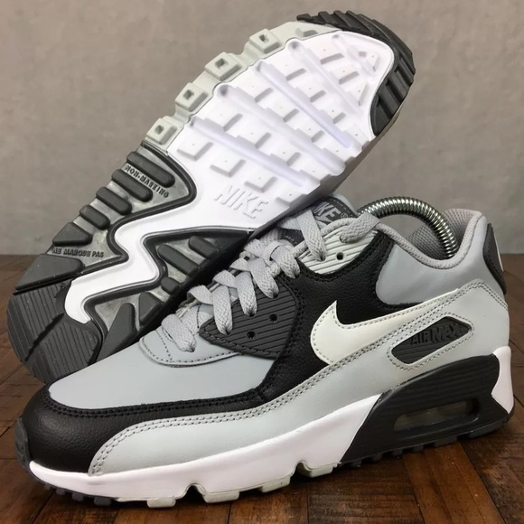 pretty nice 4ffe3 4813b NEW Nike Air Max 90 Leather GS Shoe Youth or Women